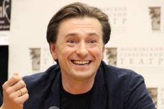 Сергей Безруков проводит выходные на острове Русском