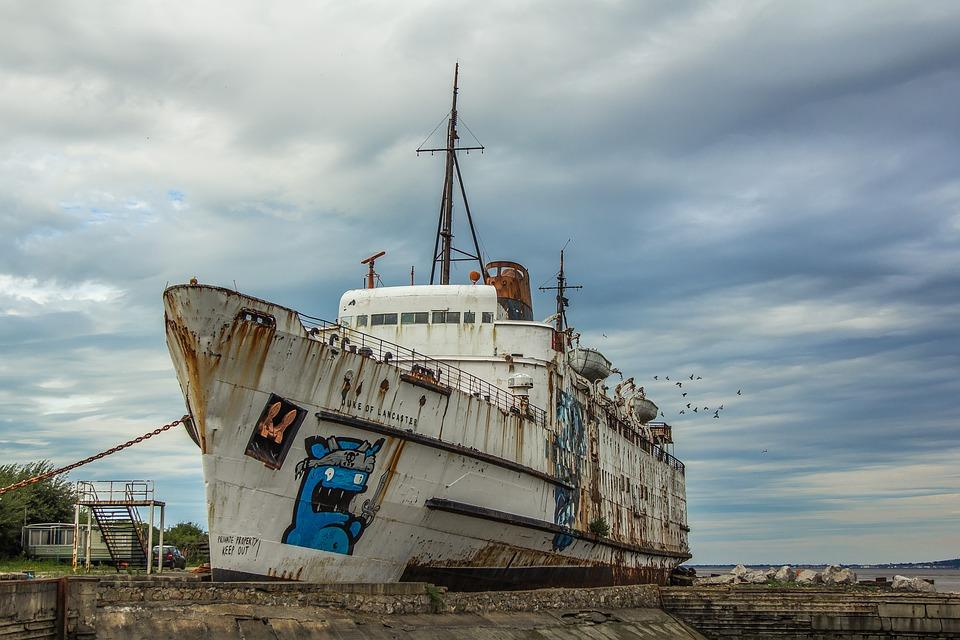 Приморский моряк застрял на судне, которое судовладелец бросил в порту Японии