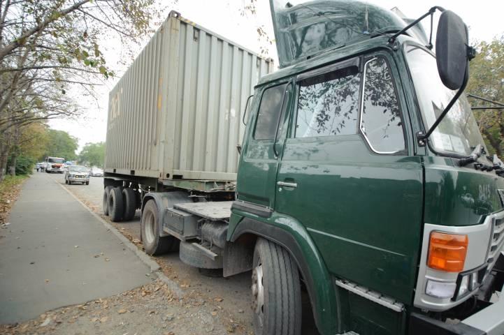 Водитель грузовика, желая уйти от ответственности, сбил полицейского во Владивостоке