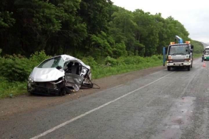 Два автомобиля столкнулись на трассе в Приморье