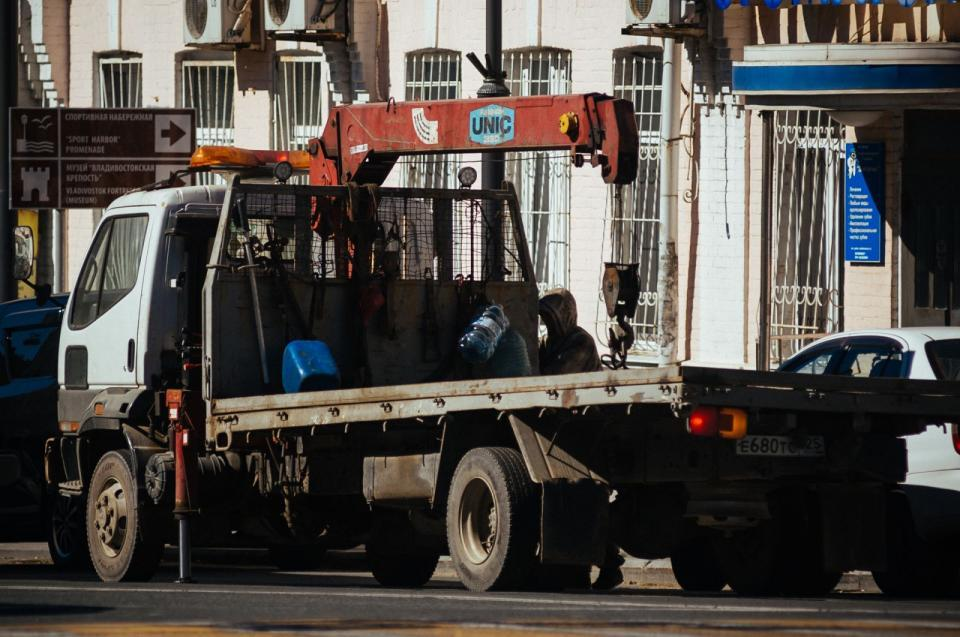 Эвакуаторщики устроили «беспредел» с беременной водительницей Lexus во Владивостоке