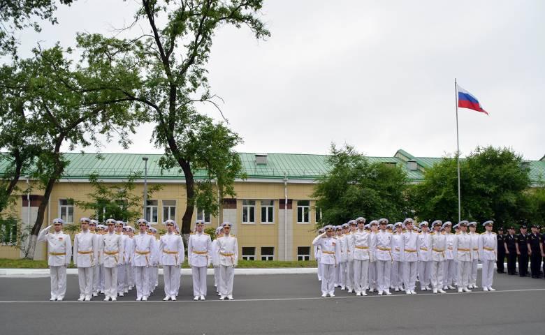 Во Владивостоке состоялся торжественный выпуск офицеров и мичманов ВМФ