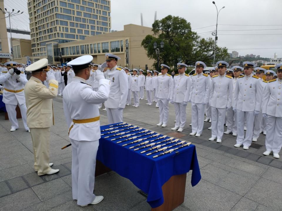 Во Владивостоке состоялся юбилейный выпуск офицеров ТОВВМУ