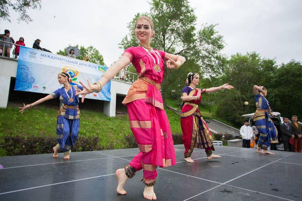Владивостокцы отпраздновали Международный день йоги