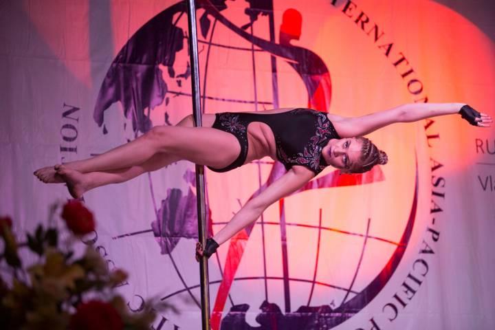 Лучшие танцоры-акробаты показали свое мастерство жителям Владивостока