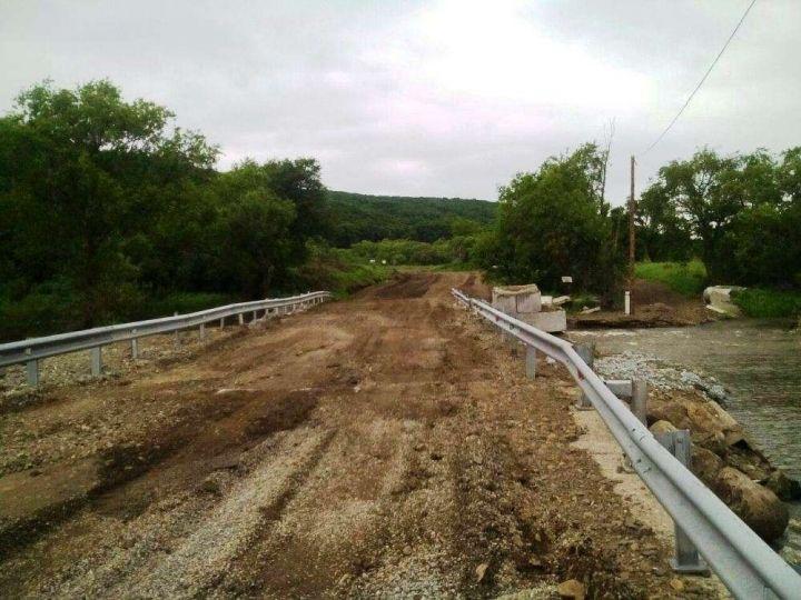Специалисты запустили движение по мосту возле села Кроуновка
