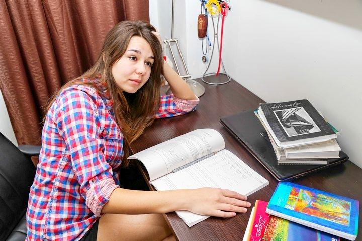 Читать или отдыхать: должен ли школьник осилить 100 книг за одно лето?