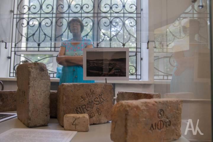 Во Владивостоке неизвестные украли старинные кирпичи