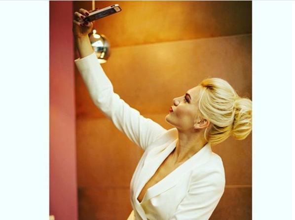 Релфи, бифи, лифтолук: самые популярные виды селфи приморских девушек