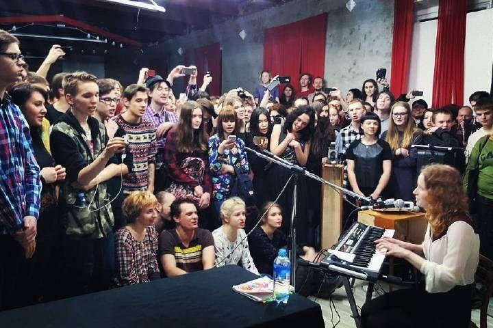На V-ROX во Владивостоке выступит уральская школьница Лиза Монеточка