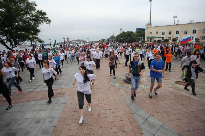 День молодежи в Приморье: уличный морской бой, велозаезды и мастер-класс по йоге