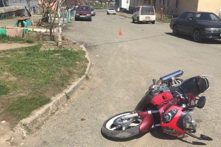 В Приморье мотоциклист сбил ребенка на зебре и скрылся
