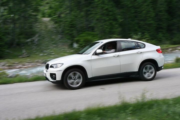 BMW X6, угнанный во Владивостоке, был найден в Дагестане