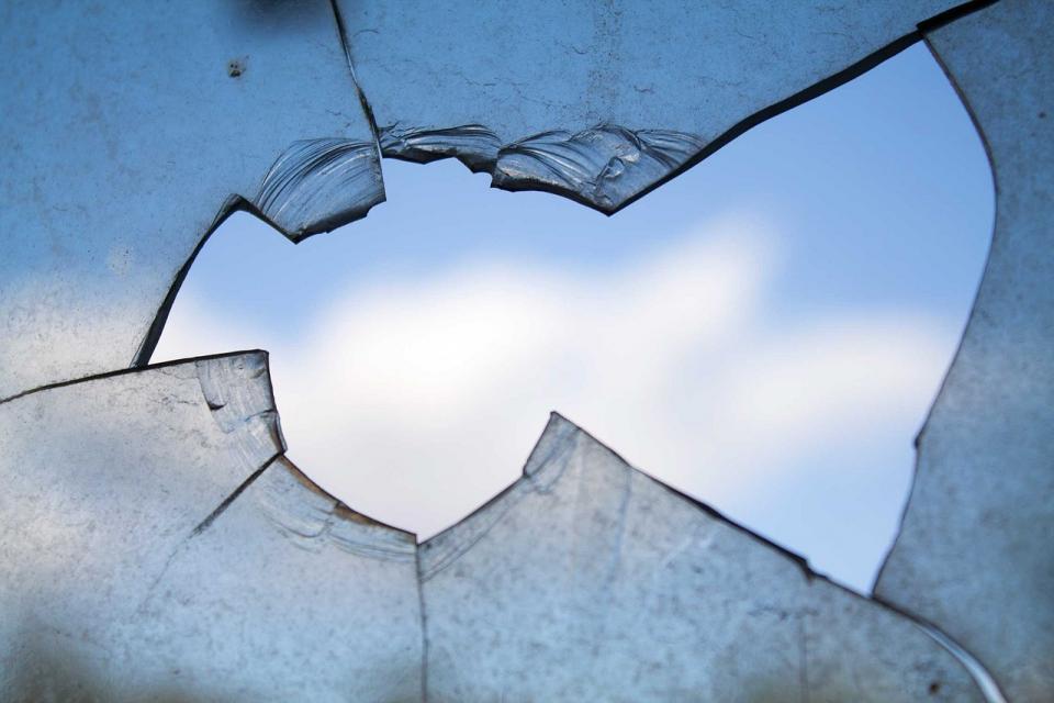 «Доброжелательные» соседи повредили автомобиль жителя Владивостока