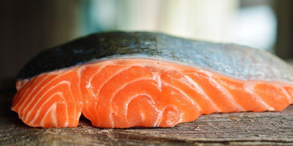 Рыба на прилавках Приморья становится с каждым днем дешевле