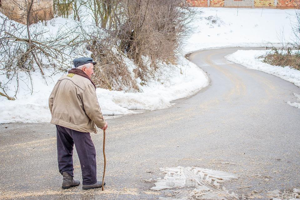 Около полумиллиона рублей пришлось отдать пенсионеру в Приморье, чтобы не лишиться своего автомобиля