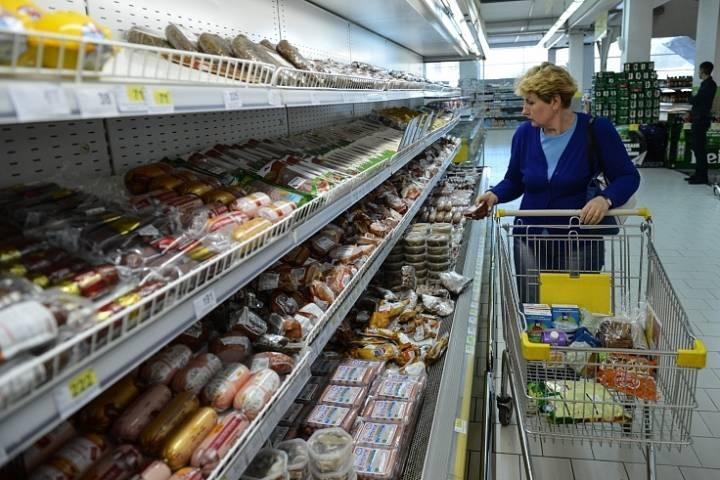 Минимальный набор продуктов в России резко подорожал