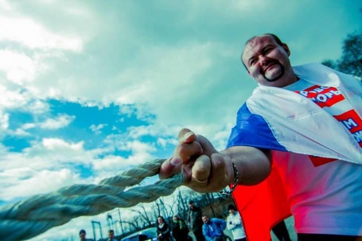 Приморский силач Иван Савкин отбуксировал 40-тонное судно