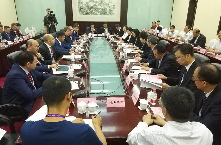 Власти Приморья провели переговоры с представителями бизнеса провинции Хэбэй