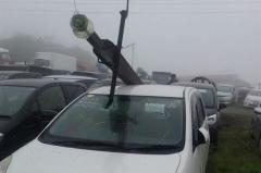 Во Владивостоке упавший столб ЛЭП повредил 15 автомобилей на стоянке