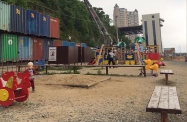 Очередной склад контейнеров появился в центре Владивостока