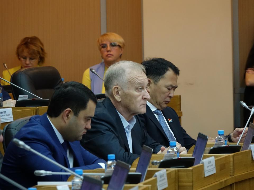 Приморские депутаты утверждили отчет об исполнении бюджета ТФОМС за 2017 год