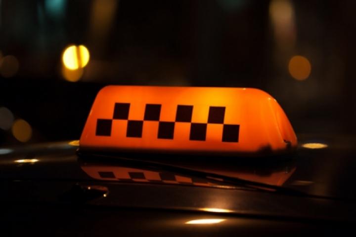 Конфликт между велосипедистом и таксистом произошел на Арбате во Владивостоке