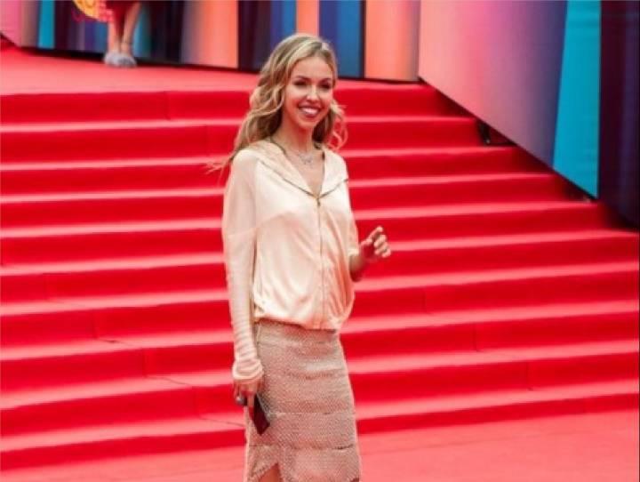 Наряд владивостокской актрисы Натали Юра высмеяли в Интернете