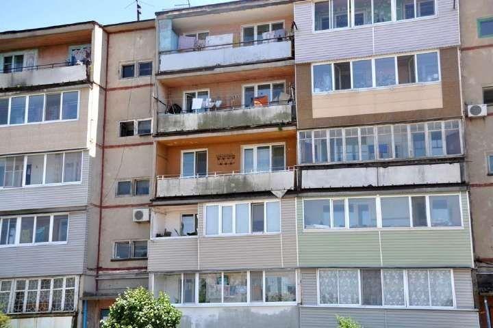 В Уссурийске эвакуировали жильцов целого дома из-за трещины