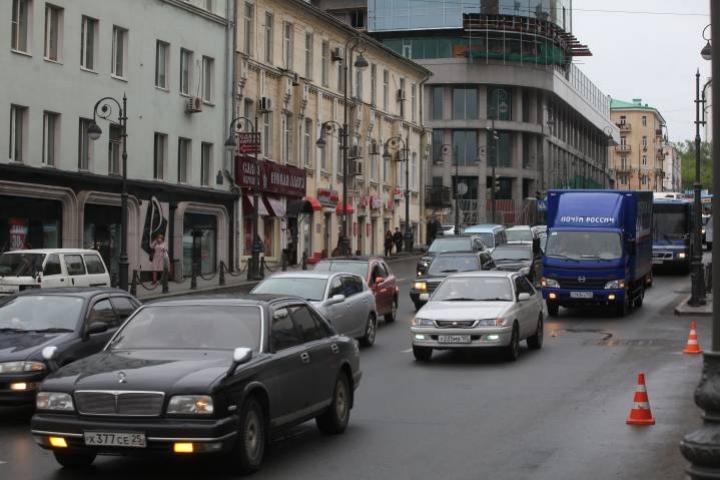 Неадекватный мужчина напугал автомобилистов Владивостока