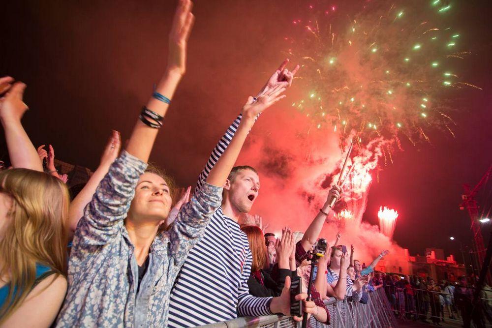 День рыбака во Владивостоке завершился праздничным салютом