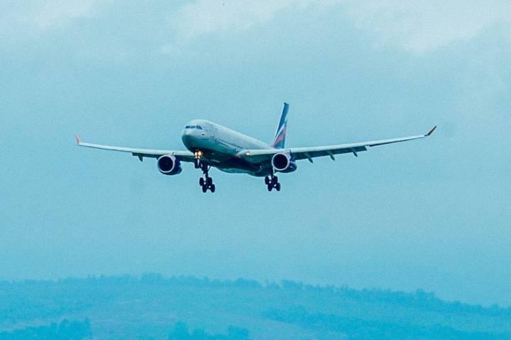 Поведение пьяного пассажира самолета, летевшего во Владивосток, шокировало членов экипажа