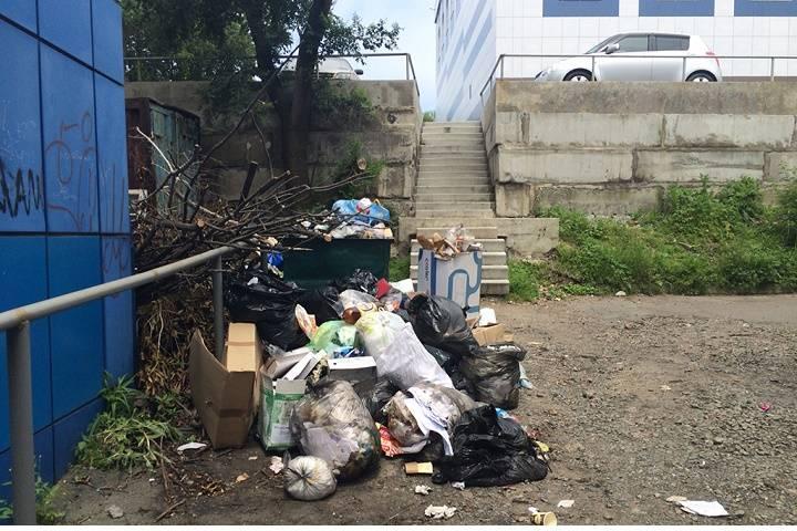 Управляющая компания отказалась обслуживать жилой дом в центре Владивостока