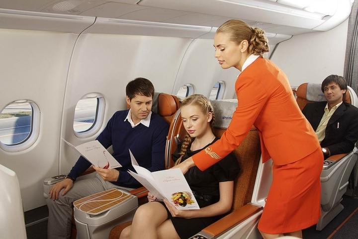 Одинаковые вопросы, пьяные пассажиры и аплодисменты: что больше всего бесит стюардесс?