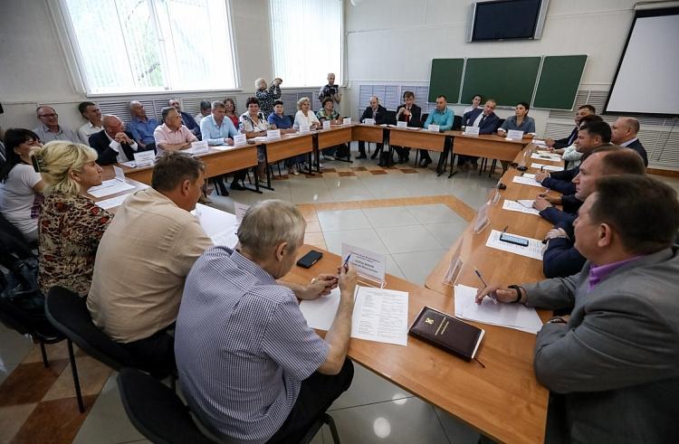 Глава Приморья Андрей Тарасенко встретился с предпринимателями и депутатами Дальнегорска
