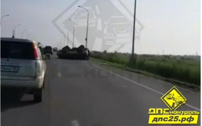В пригороде Владивостока перевернулся микроавтобус