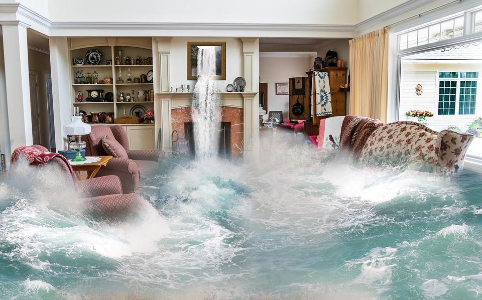 «Ужас, держитесь там»: приморский город ушел под воду всего за пару часов