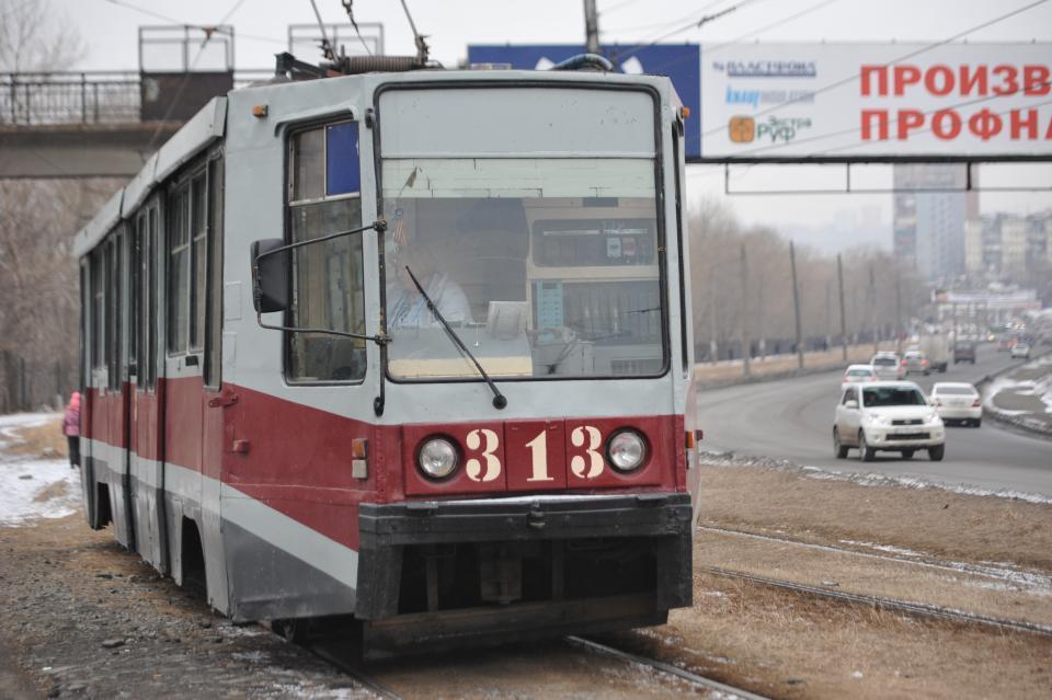 Трамвай врезался в бетономешалку во Владивостоке