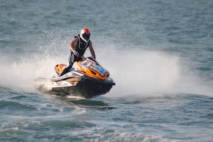 В бухте Рында водный мотоцикл влетел в катер