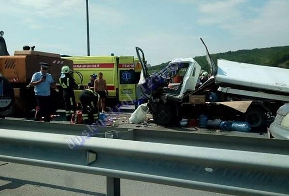 Серьезная авария произошла на дороге перед Русским мостом