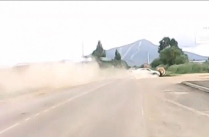 Водитель чудом выжил в головокружительном ДТП в Приморье