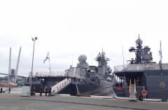 Во Владивостоке встретили ракетный крейсер «Варяг»