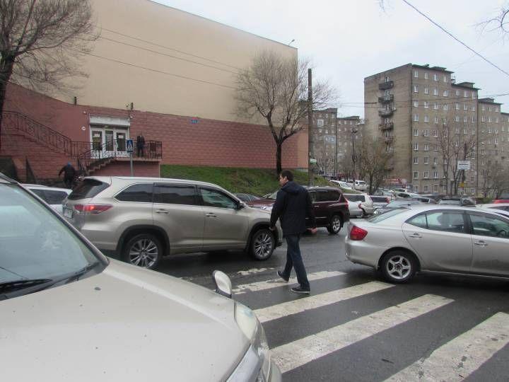 Автомобилист с друзьями избил пешехода, который сделал им замечание