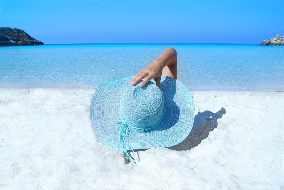 Пляжи Владивостока охватила «топлес-лихорадка» среди женщин «за 45»