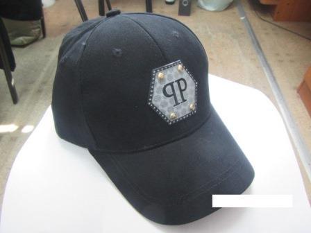 Приморская «помогайка» попыталась ввезти на родину контрафактные кепки