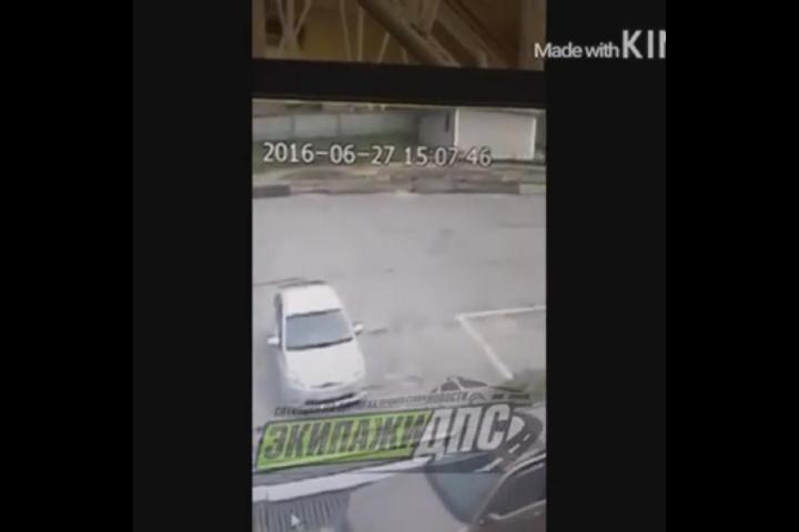 Паранормальное явление зафиксировали камеры на парковке в Приморье