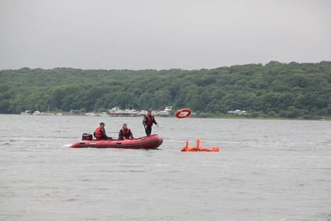 Утопающего «спасли» в бухте на острове Русском