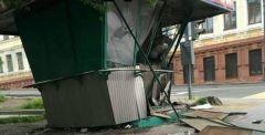 Автомобиль протаранил ларек возле ж/д вокзала Владивостока