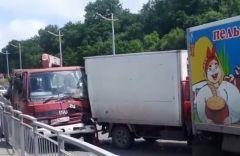 Массовое ДТП с грузовиками произошло на въезде во Владивосток