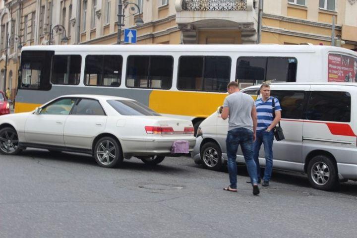 В центре Владивостока перекрыто движение транспорта